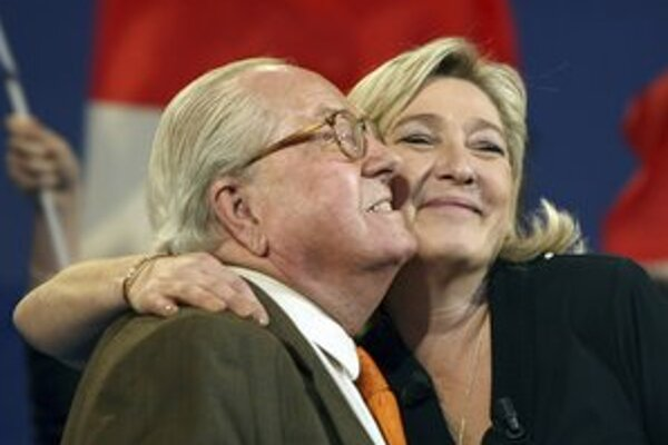 Najmladšia dcéra zakladateľa Národného frontu Jean-Marie Le Pena zjemnila jeho rétoriku.