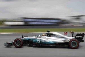 Po poškodení krytu odvodňovacieho kanála z piatkového druhého tréningu F1 museli organizátori preložiť prvé preteky F4 a obidve ostré jazdy sa išli v sobotu ráno krátko po sebe.