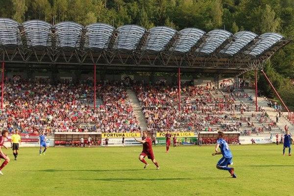 Archívna foto zo zápasu Podbrezovej proti Dukle.