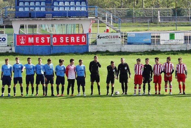 """Rozhodcovia si dali nastúpiť hráčov a """"odpískali"""" zápas, ktorý sa skončí kontumačným víťazstvom ČFK Nitra."""