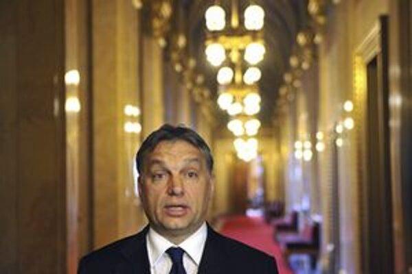 Premiér Orbán musel upokojovať Maďarov.