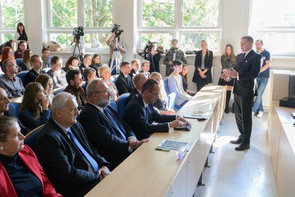 Premiér Fico sa zúčastnil na otvorení podujatia Slovensko diskutuje o Európskej únii na Univerzite Konštantína Filozofa v Nitre.