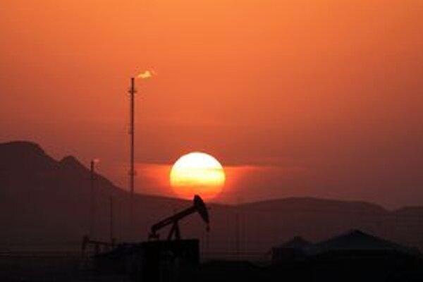 Teherán je závislý na dolárových príjmoch z predaja ropy.