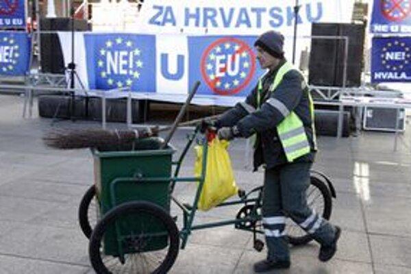 Protest proti členstvu v únii v Záhrebe minulú sobotu prilákal asi tisícku ľudí.