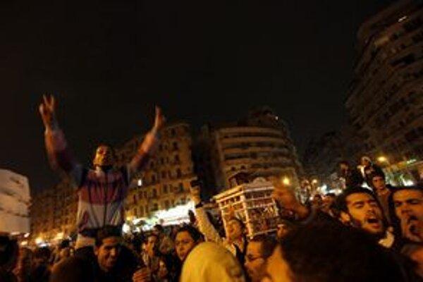 Demonštranti na námestí Tahrír.