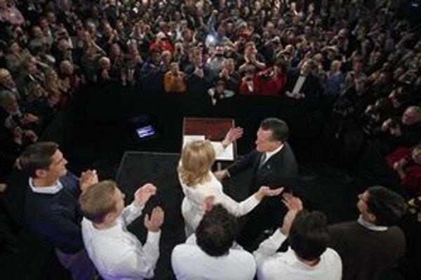 Mitt Romney počas mítingu.