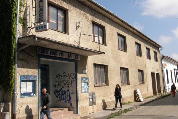 Kino Palace na Radlinského ulici premietalo do roku 2005. Dnes je nevyužité. Budovu postavili v roku 1924.