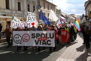 Protest prešiel z Huštáku až na námestie.