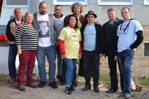 Predstavitelia spriatelených obcí Mikroregiónu Novohradské podzámčie tvoria skvelú partiu.