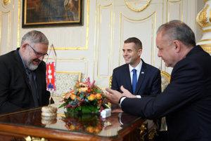 Prezident Kiska prijal Klusa a Mičeva.