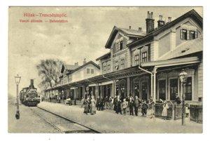 Dobový pohľad na železničnú stanicu Trenčianska Teplá (predtým Teplá-Trenčianske Teplice).
