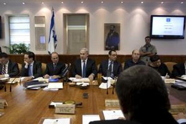 Premiér Netanjahu presviedča ministrov kabinetu o útoku na Irán.