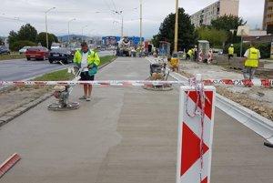 Mesto Prešov opravuje chodníky vo viacerých lokalitách.