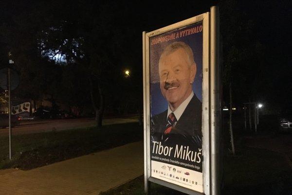 Mikuš použil logá na bilbordoch aj plagátoch.