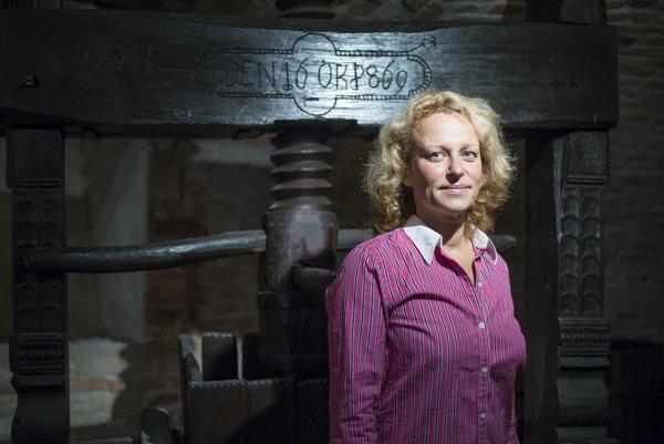 Jaroslava Kaňuchová Pátková (43) pôsobí ako výkonná riaditeľka Zväzu vinohradníkov avinárov Slovenska, vedie aj Národný salón vín.