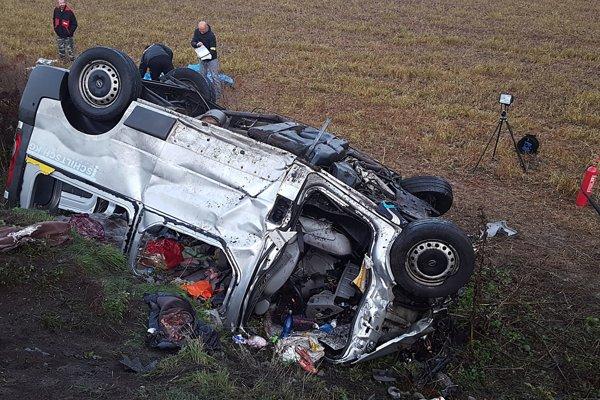 Tragická nehoda pri Nitrici si vyžiadala životy ôsmich ľudí.