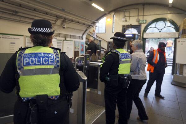 Pred mesiacom v stanici Parsons Green vybuchla v metre bomba.