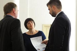 Marta Balážová na súde s Martinom Cimrákom (na snímke vpravo). Pojednávanie má pokračovať v novembri.
