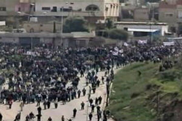 Demonštranti v meste Dará.