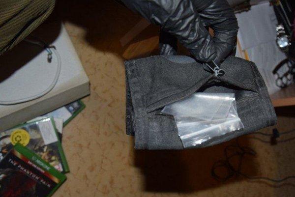 V Palúdzke našli pri domovej prehliadke sedem plastových vreciek s metamfetamínom.