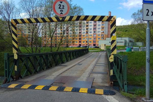 Most postavili v čase budovania sídliska. Mal byť pôvodne iba dočasný.