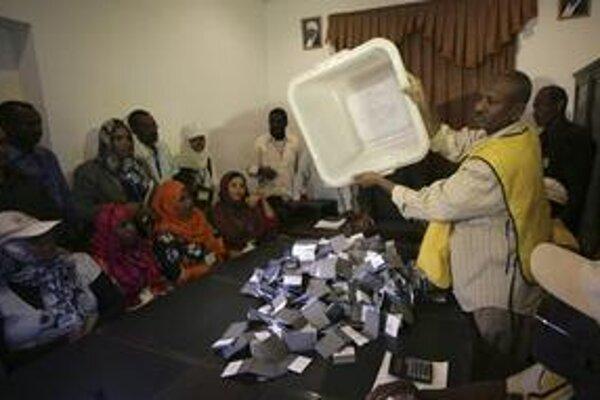 Sčítavanie hlasovacích lístkov.