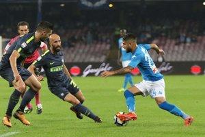 Neapol bojuje proti Interu.