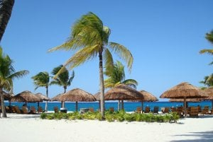 Playa del Carmen a dlhé upravené pláže.