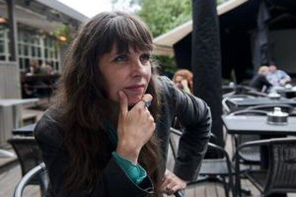Poetka, maliarka, aktivistka či priekopníčka internetu a slobody na ňom. Pred dvomi rokmi sa  Birgitta Jónsdóttir dostala do islandského parlamentu. Zviezla sa na vlne nespokojnosti s krízou, ktorá ochromila ekonomiku ostrova.