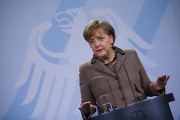 Merkelová sa dostala pod paľbu opozície aj zahraničných médií.