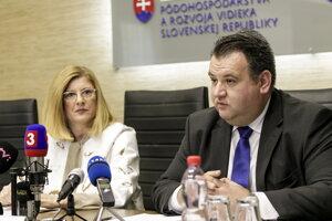 Ministerka pôdohospodárstva Gabriela Matečná a generálny riaditeľ Pôdohospodárskej platobnej agentúry Juraj Kožuch.