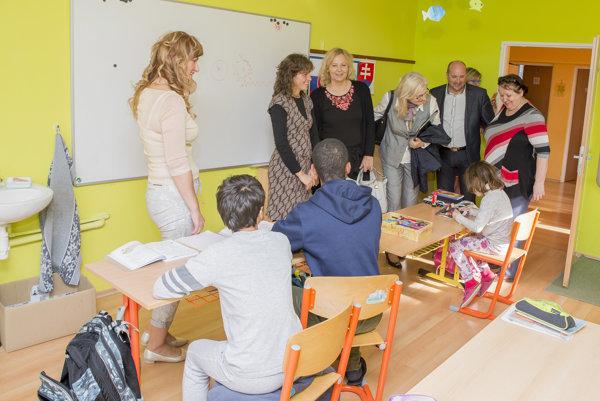 Komisárka navštívila aj špeciálnu základnú školu.