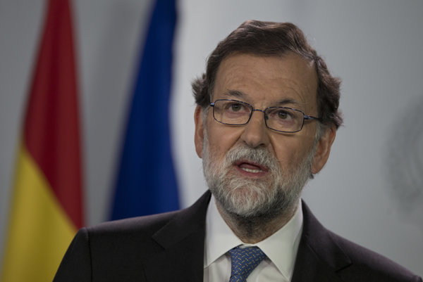 Rajoy odvolá katalánskeho premiéra Puigdemonta a jeho ministrov.