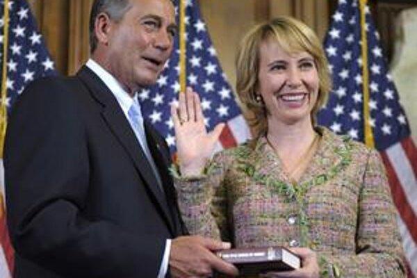 Minulú stredu po tretí raz zložila kongresmanskú prísahu. Vedľa nej stál nový predseda Snemovne reprezentantov John Boehner.