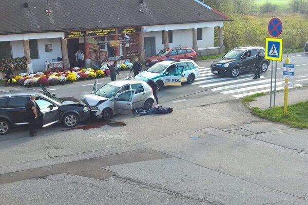 Policajná naháňačka. Skončila sa haváriou. Vodič nafúkal.