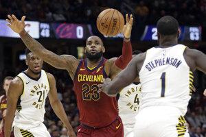 Basketbalisti Clevelandu si pripísali v stredu štvrtú prehru po sebe, keď na domácej palubovke nestačili na Indianu.