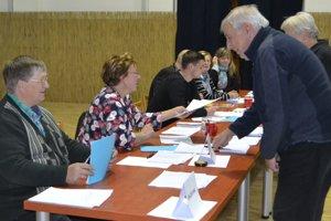 Voľby v Tomášovciach sú pokojné.