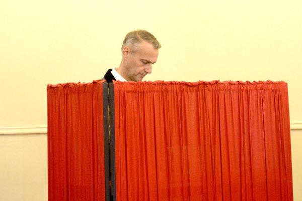 Richard Raši pri voľbách zreje netušil, že prehrá s Rastislavom Trnkom.