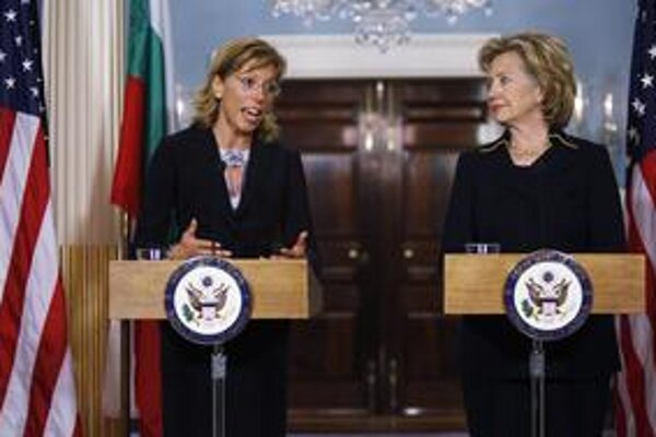 Rumiana Želevová (vľavo) obvinenia z napojenia na mafiu popiera.
