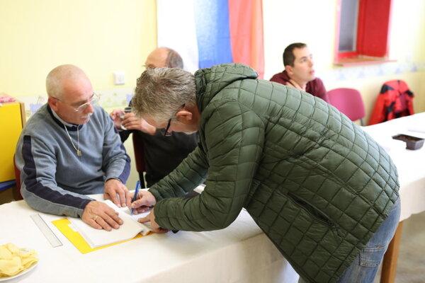 Voľby na Ulici francúzskych partizánov.