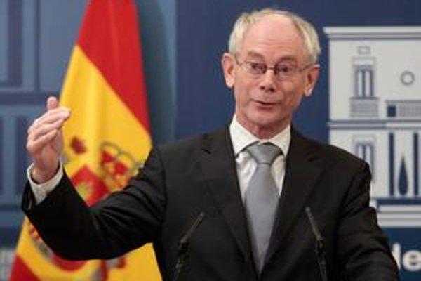 Prezident Európskej únie Herman Van Rompuy sa stretol s výnimočne veľkým záujmom médií prvýkrát od svojho prekvapivého zvolenia.
