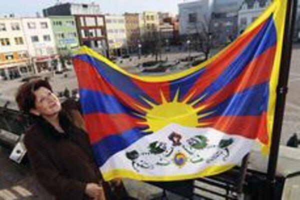 Tibetskú vlajku vyvesila nad radnicu aj primátorka Zlína.