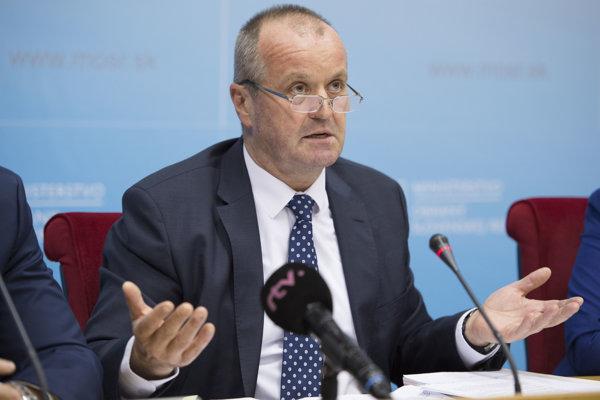 Minister obrany Peter Gajdoš počas tlačovej konferencie v priestoroch Ministerstva obrany SR.