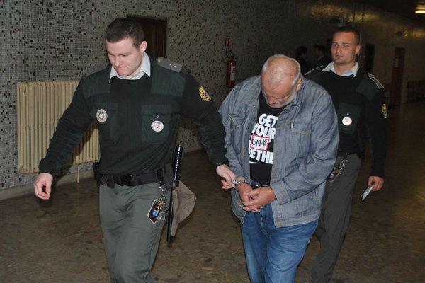 Marián S. na súde. Volal so SIM kartou slovinského operátora.