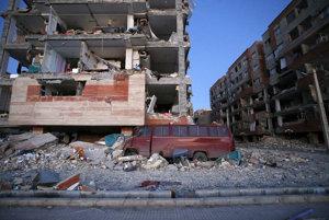 Silné zemetrasenie zasiahlo pohraničné provincie Iraku a Iránu.