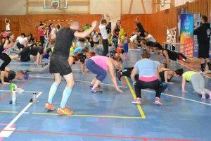 V telocvični cvičilo 136 ľudí.