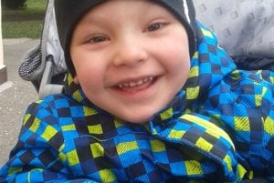 Malý Šimonko sa stráca rodičom pred očami. Divadlá v Považskej Bystrici sa otvoria cez víkend aj pre pomoc tomuto chlapcovi.