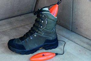 Alpenheat Circulation AD6 UV 12V - Prenosný sušič topánok s napájaním na 12 voltov ocenia najmä turisti alebo lyžiari. Vďaka UV žiareniu tiež ničí baktérie. Obchod mall.sk ho ponúka za 28,12 eur.