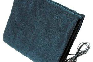 Vyhrievaná deka - Vonku sa výrazne ochladilo a ranné nastupovanie do auta sa stáva utrpením. Vyhrievaná deka vám pomôže zohriať sa rýchlejšie. V ponuke ju má napríklad obchod speedtech.sk za cenu 23,79 eur.