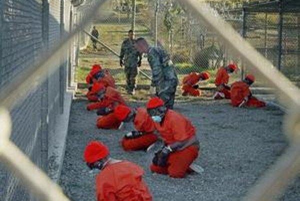 Väzni na Guantaname.